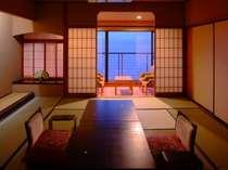 ゆったりとくつろげる、広々とした和室。全室海側です。