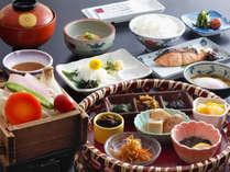 【朝食】焼き魚や煮物、ヘルシーに野菜の蒸籠など、朝食もしっかりお取りいただけます。
