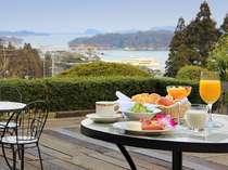 ★天気の良い日は、ウッドデッキで朝食を♪