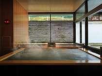 【秀峰館大浴場】鬼怒川を渡る風が流れる・・・大浴場半露天ジェットバス