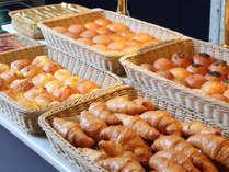 ◆朝食ブッフェ:焼きたてパンをご用意