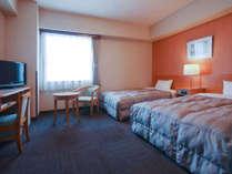 機能的なツインルームはビジネスや観光に最適です。
