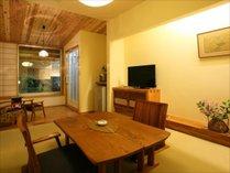 ※露天付き客室【撫子】2名様向けのかわいい客室。中庭にはかけ流しの露天。カップル、ご夫婦におすすめ