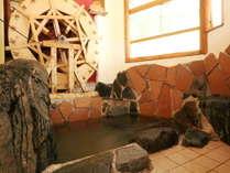 【水車小屋岩風呂】オーナー手作りの水車★ポテリならではの遊び心のある自慢のお風呂です!*