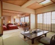 別館5階の海側に位置する10畳和室と2ベッドの和洋室です。