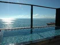 天空の湯、夏の海はダイナミックな輝き!注)こちらは温泉ではございません。