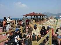 『ほっとふっと105』小浜温泉の新名所 105メートルの足湯