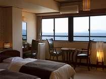 別館5階の和洋室。和室10畳と2ベットのお部屋でお部屋からは橘湾の景色が望めます。夕陽は格別ですよ。