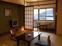 客室一例・鉄筋7階建ての別館の客室です。10畳ございます。