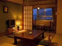 鉄筋7階建ての別館の客室の一例です。10畳ございます。
