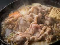 驚くほど柔らかい牛すき焼き!お肉本来の旨味と甘味をお愉しみ頂けます。