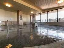 2階大浴場「茂吉の湯」。たっぷりのお湯が掛け流し。日頃の疲れを癒してください