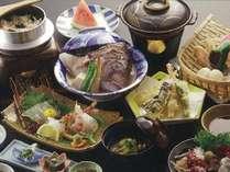 当館の名物料理「鯛頭千代蒸し」は、創業から七十有余年の間変わらぬ味です