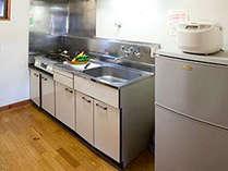 *[キャビン一例]各お部屋にキッチンと調理器具、食器類をご用意しております。