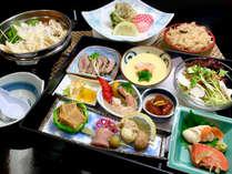 *【夕食全体例】岩手の郷土料理『ひっつみ鍋』と和定食をご用意いたします。