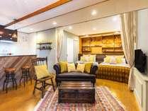 お部屋でおくつろぎいただけるように落ち着いた色の家具に統一させて頂いております。