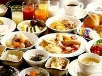 専属シェフによる朝食バイキングは30種以上のメニューで一日の始まりを応援します!