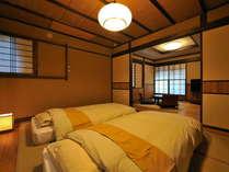 寝室と居間のゆったりスペースでごゆっくりお寛ぎ下さい。