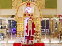 【クリスマス】ロビーに夢が詰まった「お菓子の家」、5mのメガツリー登場★