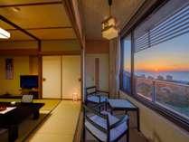 日本海に沈む夕日をお部屋から一望できます。