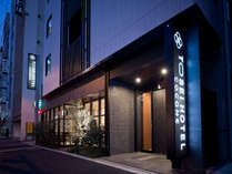 正面入口:神田駅西口より徒歩3分、レストラン「GREENBOWL」併設