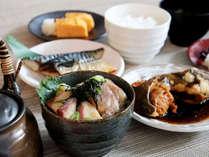 豊洲市場直送!「東京」を味わう朝ごはん。選べるメインメニューとハーフバイキング♪