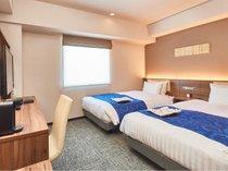 【ツインルーム】 シモンズ製ベッドを設置、全室20.11平米。全室フリーWi-Fi完備。(※客室画像一例)