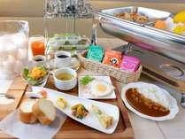 朝食は、和食・洋食をご用意。 柔らかくへルシーな熊本の「あか牛」を使ったお料理もございます。