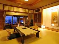 露天風呂付客室の夕景。ゆっくりを楽しむ非日常の空間