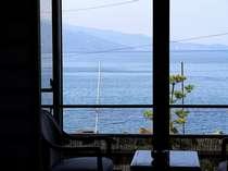 2階以上の客室から望む網代の海