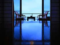 広縁からは海を一望できます。(2階以上の客室より)