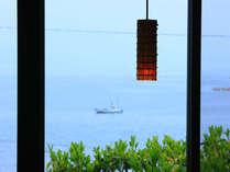 客室から見下ろす海の景色
