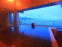 貸切展望檜風呂「雲海」(24時間利用可)。(無料)