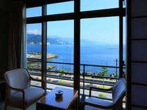 お部屋から見下ろす網代湾の景色
