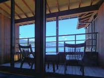 客室より海を望む 1