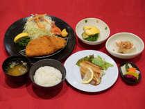 夕食付きプラン(1例)です。日替わりメニューになります。ごはん、味噌汁はおかわり自由です。