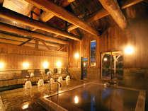 木を基調とした内湯です。自噴温泉をたっぷりと楽しんでくださいね