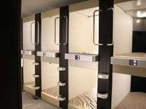 プライバシーを確保したカプセルルーム。