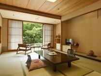 和室一例。中庭をご覧頂けるお部屋がございます。