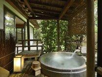 客室露天風呂一例。24時間お入り頂けます。