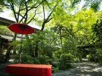 """■緑の木々に囲まれ耳を澄ますと、聞こえてくる様々な""""音""""を、静寂の中でお愉しみください"""