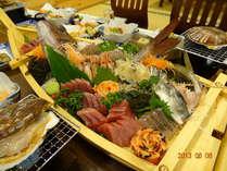 旬の食材をたっぷり使った新鮮なお刺身(別途料金)
