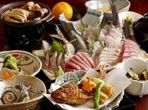 地魚のお刺身と冬の海浜料理、取れる魚で刺身の内容が変ります