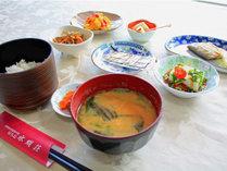*【朝食一例】内容は毎日日替わり!身体に優しい和朝食です。