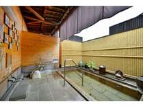 【露天風呂】湯治場の雰囲気を残した鉄輪の泉質。