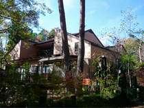 5名様から18名様までお泊りいただける清流沿いの貸別荘です