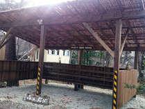 屋根付き、椅子付きの 駐輪場を完備。