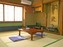 ※【客室一例】ご家族や小グループ向けの8畳のお部屋です。