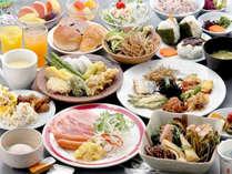 ご朝食は40種類以上のメニューをご用意したバイキングです!食べ過ぎに注意♪