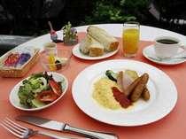 朝食は通常 洋定食が多いです。(朝食・一例)